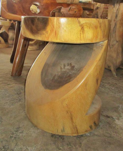 Kursi Antik Selendang Bundar