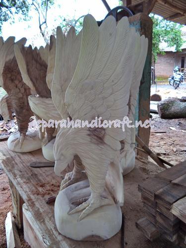 Jual Patung Elang Kepala Tunduk