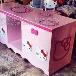 Bufet Minimalis Hello Kitty Pink