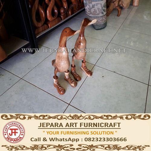 Patung Bebek Kayu Unik