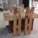 Project Meja Makan Trembesi Bapak Hengtono Semarang
