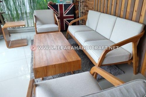 Furniture Kayu Dengan Finishing Watebase Yang Alami & Ramah Lingkungan